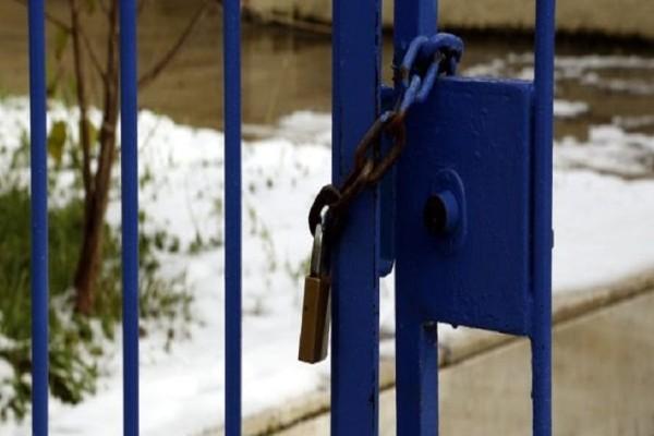 Κλειστά παραμένουν σχολεία και δικαστήρια εξαιτίας της κακοκαιρίας! - Δεμένα τα πλοία στα λιμάνια!