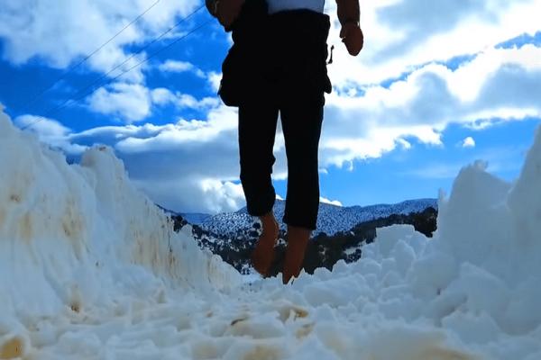 Κρητικός έτρεξε ξυπόλητος στον χιονισμένο Ψηλορείτη! (video)