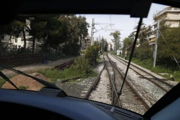 Σοκ: Τρένο σκότωσε 15χρονη ενώ χάζευε στο κινητό της! (photos)