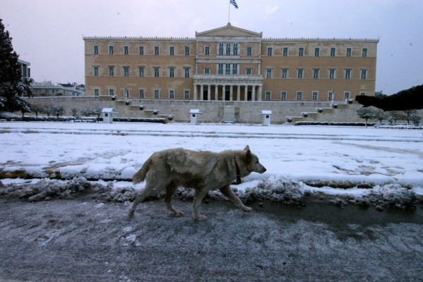 Καιρός Αθήνα τώρα: Χιόνια και στην Αττική!