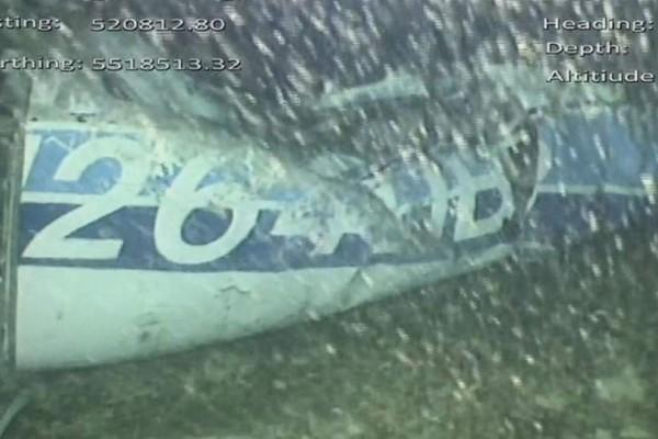 Εντοπίστηκε σορός στο βυθισμένο αεροπλάνο του Εμιλιάνο Σάλα! Υποβρύχια πλάνα που σοκάρουν!