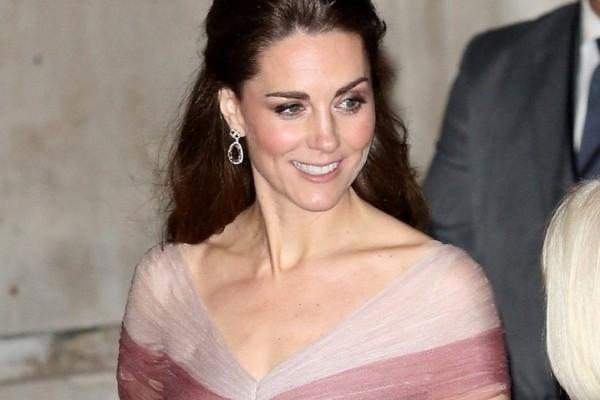 Η Κέιτ Μίντλετον υπέρλαμπρη μέσα στο μοναδικό φόρεμα από τον οίκο Gucci
