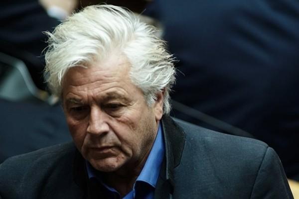 Κωμικοτραγικά πράγματα στη Βουλή: Δεν παραιτείται ο Παπαχριστόπουλος μετά τα παρακάλια Βούτση!