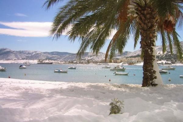 Αυτός ήταν ιστορικός: Ο λυτρωτικός χιονιάς του 2002 που κάλυψε με ένα μέτρο χιόνι μέχρι και τις παραλίες της Αττικής!