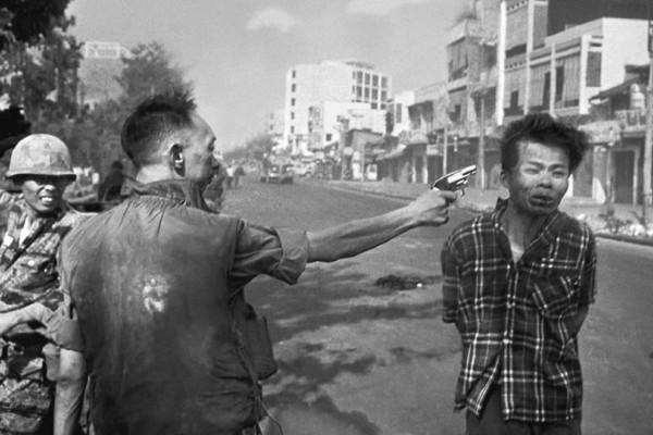 Σαν σήμερα στις 01 Φεβρουαρίου το 1968 τραβήχτηκε η φωτογραφία που ξεσήκωσε το κίνημα κατά του πολέμου στο Βιετνάμ!
