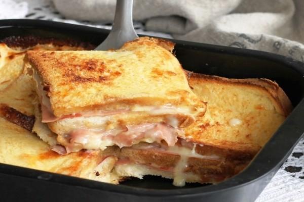Το πιο εύκολο και γρήγορο αλμυρό κέικ ψωμιού με τυρί και ζαμπόν!