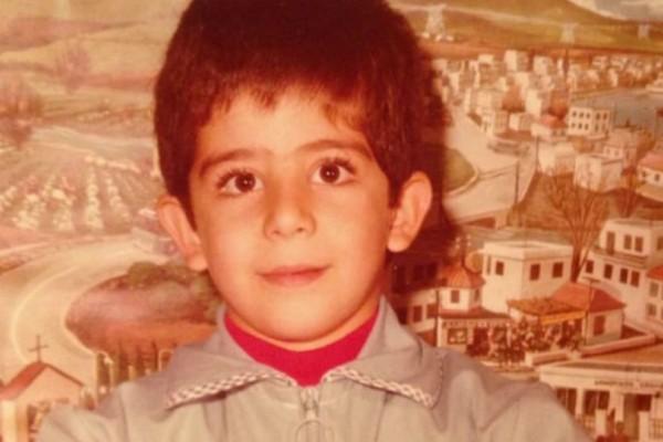 Αναγνωρίζετε το αγοράκι της φωτογραφίας; Είναι κούκλος γνωστός Έλληνας ηθοποιός!