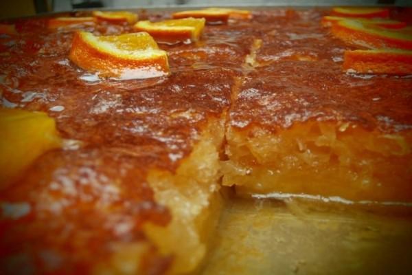 Μαγική συνταγή για σιροπιαστή πορτοκαλόπιτα!
