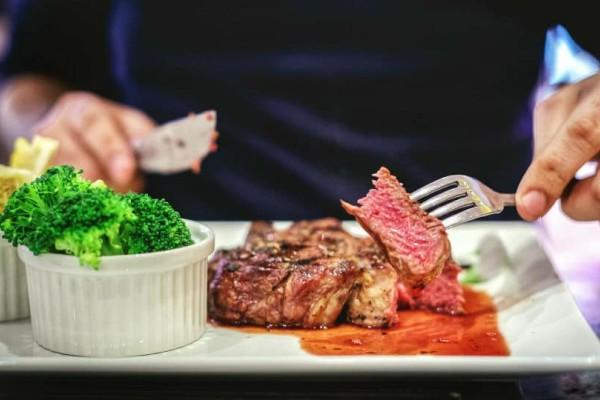 Χοληστερίνη και κόκκινο κρέας: Τι ισχύει στην πραγματικότητα;