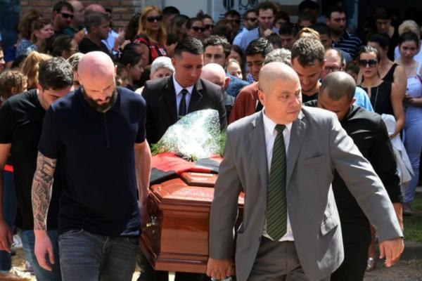 Σπαραγμός και οδύνη στο τελευταίο αντίο στον Εμιλιάνο Σάλα! (Photos)