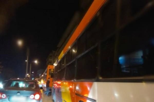 Κι όμως: Τέσσερα λεωφορεία του ΟΑΣΘ «έμειναν» ταυτόχρονα στο ίδιο σημείο! (Video)