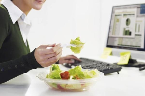 Είσαι όλη μέρα μπροστά από ένα γραφείο; - 6 tips για να χάσεις εύκολα και γρήγορα κιλά!