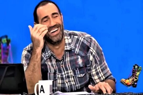 Οι Ράδιο Αρβύλα τρολάρουν Έλληνα δημοσιογράφο που τρώει ξύλο! - Γέλια μέχρι δακρύων! (Video)