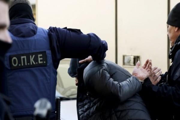 Συνελήφθη ο ένας από τους ληστές ηλικιωμένων στον Τύρναβο!