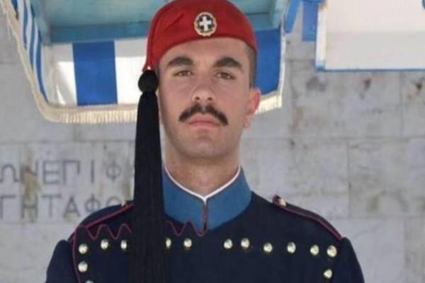 Θλίψη: Αυτός είναι ο 24χρονος Εύζωνας της Προεδρικής Φρουράς που πέθανε ξαφνικά!