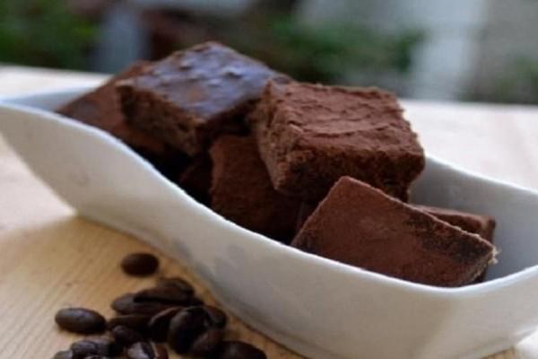 Εύκολα σοκολατάκια με άρωμα καφέ! (Video)