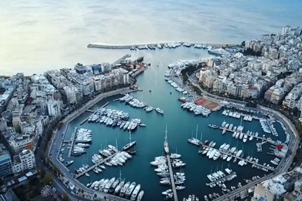 Απίστευτες εικόνες από τον Πειραιά: Μια πόλη και ένα λιμάνι... θρύλος από ψηλά! (video)