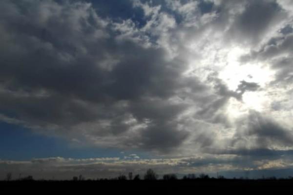 Καιρός: Άνοδος της θερμοκρασίας αλλά με βροχοπτώσεις!