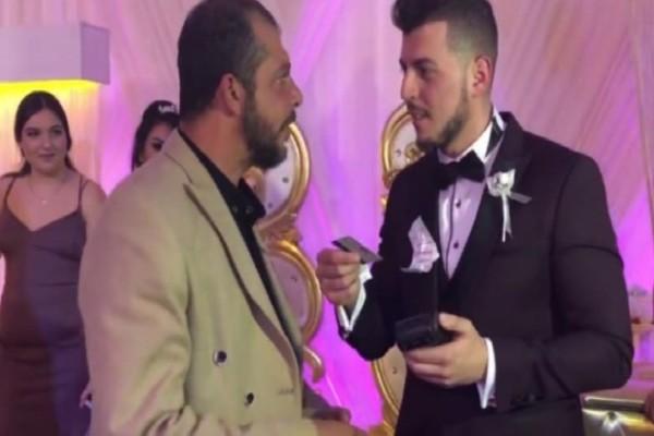 Έπος: Ζευγάρι δεχόταν τα δώρα γάμου από τους καλεσμένους με... POS! (video)