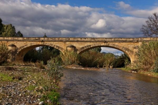 Κρήτη: Η ιστορική γέφυρα του Κερίτη στον Αλικιανό κατέρρευσε!