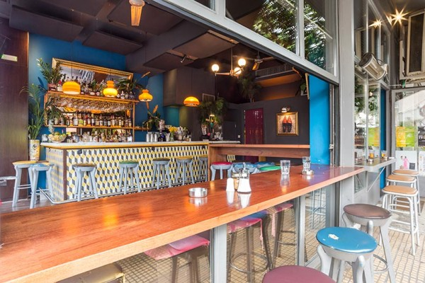 Klouvi Bar: A cool place to hangout!
