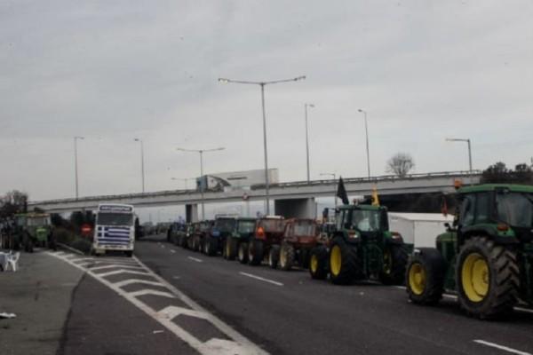 Κλιμακώνουν τις κινητοποιήσεις οι αγρότες! Κλειστή η Εθνική οδός!