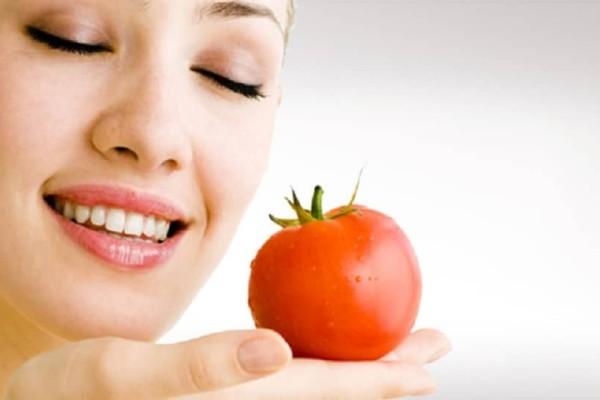 Ντομάτα: Εκτός από να την τρως βάλτην στο πρόσωπό σου!