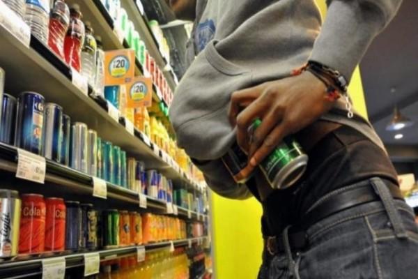 Άρτα: Ζευγάρι άρπαξε 41 φιάλες αλκοολούχων ποτών από δυο μαγαζιά