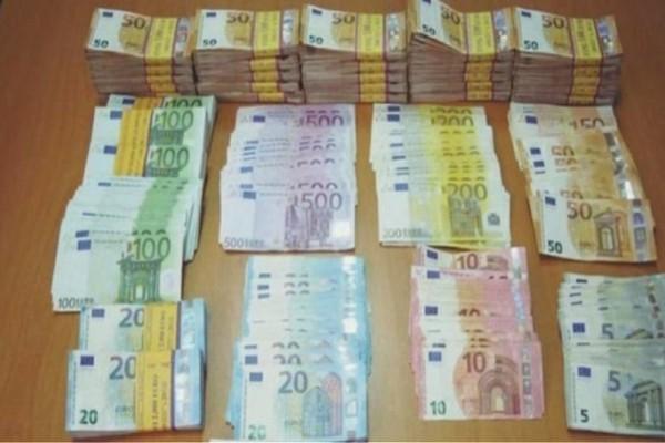 Ρόδος: Έκρυβε 120.000 ευρώ στις αποσκευές της!