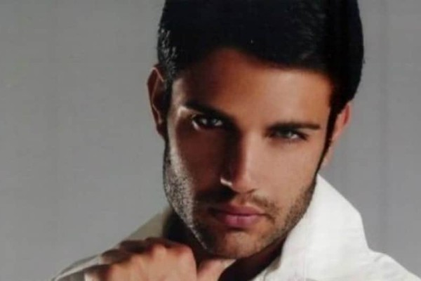 Mοντέλο διεκδικεί τον... τίτλο του νεότερου συνταξιούχου της Ελλάδας ετών 31