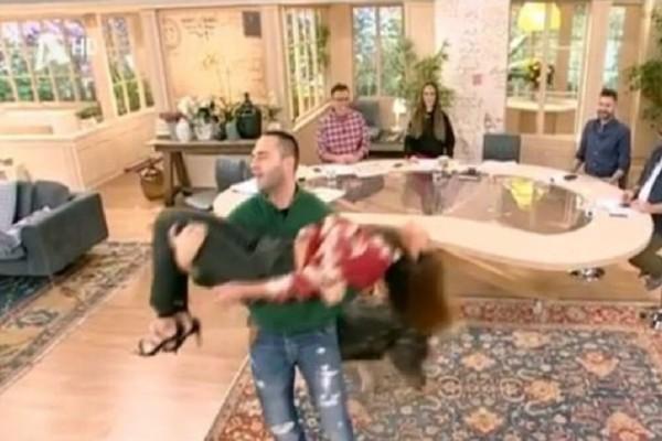 Σταματίνα Τσιμτσιλή: Λιποθύμησε στον αέρα της εκπομπής η παρουσιάστρια! (Video)