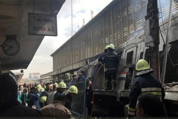 Ο τσακωμός του μηχανοδηγού με συνάδελφο οδήγησε στην τραγωδία με τους 25 νεκρούς στο Κάιρο