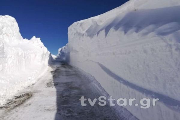 Μοναδικές εικόνες από το Βελούχι: Ξεπέρασε τα έξι μέτρα το χιόνι!