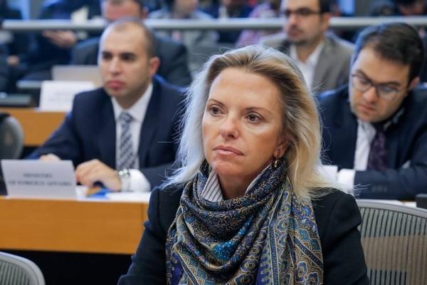 Ελίζα Βόζεμπεργκ: Μην κάνετε αγωγές στον Πολάκη, θα ζητήσει κι άλλα δάνεια!
