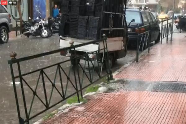 Συμβαίνει τώρα: Σφοδρή χαλαζόπτωση στο κέντρο της Αθήνας!