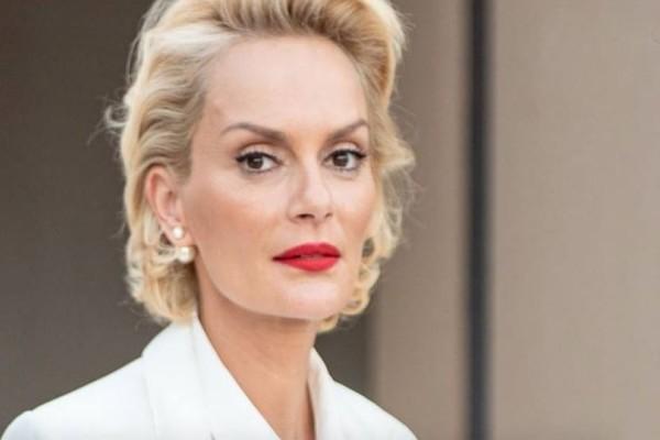 Η Έλενα Χριστοπούλου πηγαίνει υπέρκομψη ακόμα και στο Εφετείο