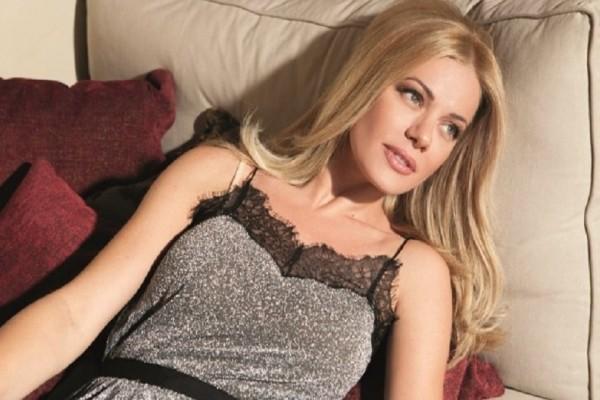 Ζέτα Μακρυπούλια: Αν είσαι ξανθιά πρέπει να φορέσεις το χρώμα που επιλέγει η παρουσιάστρια!