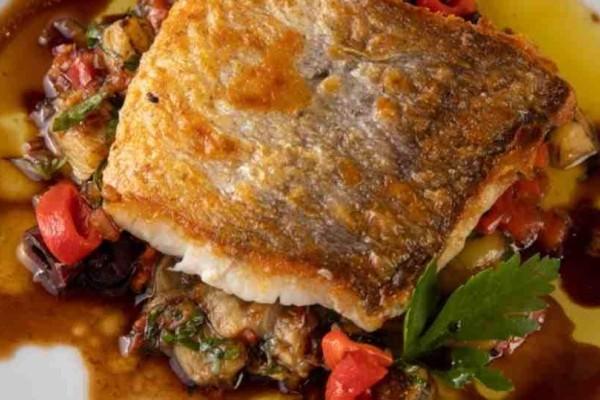 Σας έχουμε την πιο νόστιμη και εναλλακτική συνταγή για τον μπακαλιάρο της 25ης Μαρτίου!