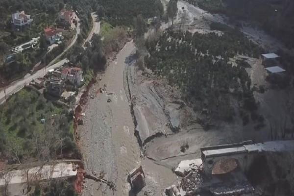 Κρήτη: Συντρίμμια έγινε η η ιστορική γέφυρα του Κερίτη! (video)