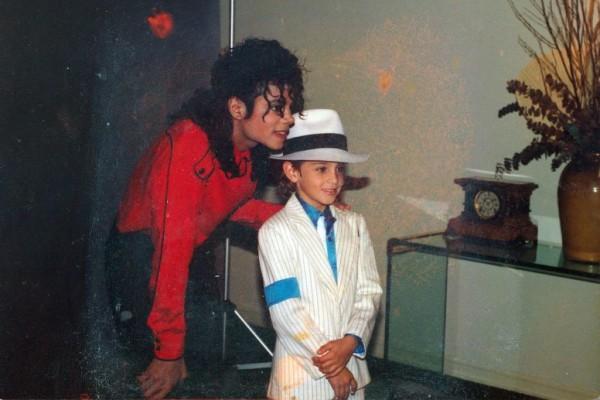 Στοματικό σ@ξ με 7χρονα: Αποκαλύψεις σοκ για τον Μάικλ Τζάκσον!