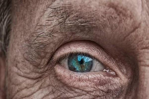 Επιστήμονες:Εφικτή η γρήγορη διάγνωση της νόσου Αλτσχάιμερμόνο με εξέταση των ματιών!