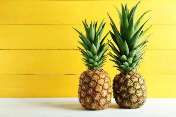 Πώς να καθαρίσετε πανεύκολα τον ανανά σας! - Το έξυπνο κόλπο!(video)