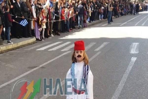 Πύργος: Ο «μουστακαλής» Αντώνης που έκλεψε τις εντυπώσεις στην παρέλαση της 25ς Μαρτίου!