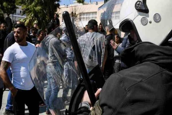 Έγκλημα στην Κόρινθο: Ανθρωποκυνηγητό μεταξύ Ρομά και ΜΑΤ! (video)