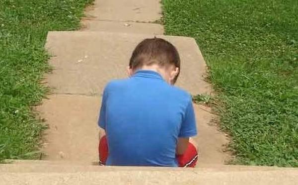 Σοκ στη Φλόριντα: 'Εστελνε βίντεο τους 1 έτους γιου της στον παιδόφιλο εραστή της!