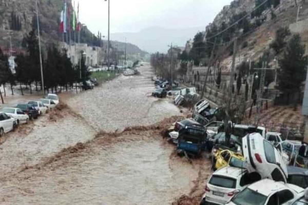 Iράν: Δεκάδες τραυματίες και νεκροί απο πλήμμυρες!