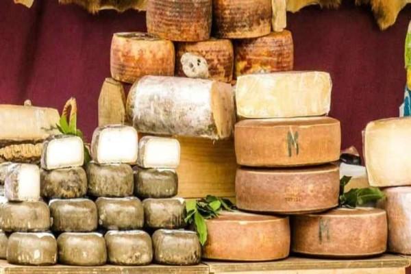 Πειραιάς: Δέσμευσαν 5,8 τόνους τυριών σε αποθήκη!