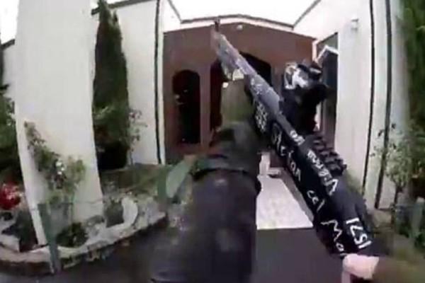 Μακελειό στη Νέα Ζηλανδία: Ποια σοκαριστική ελληνική λέξη έγραφε πάνω το όπλο του δράστη;