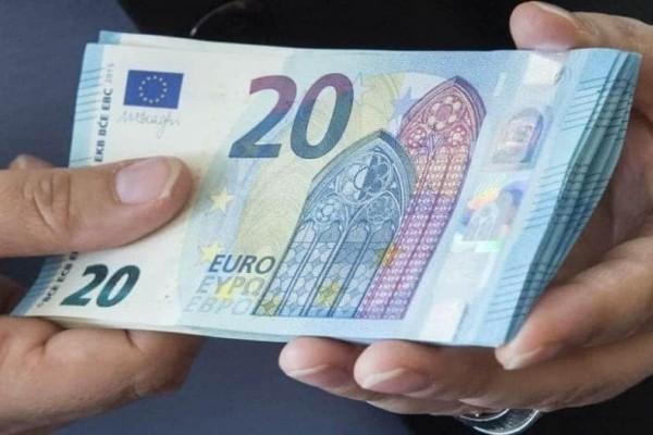 Μυστήριο: Άγνωστος άνδρας μοιράζει χρήματα σ' αυτή την περιοχή!