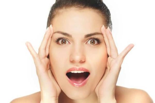 Γιατί οι γυναίκες ξυρίζουν το πρόσωπό τους; Είναι η νέα μόδα;